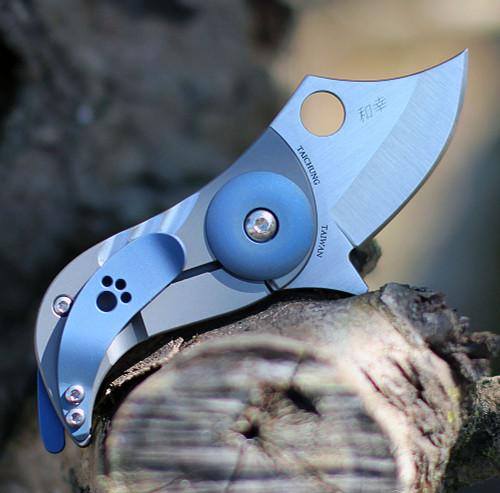 "Spyderco Pochi C256TIP, 1.56"" CPM S45VN Satin Plain Blade, Titanium Handle"