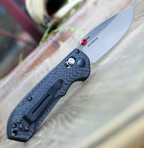 "Benchmade 565-1 Mini Freek, 3.0"" CPM-S90V Satin Plain Blade, Carbon Fiber Handle"