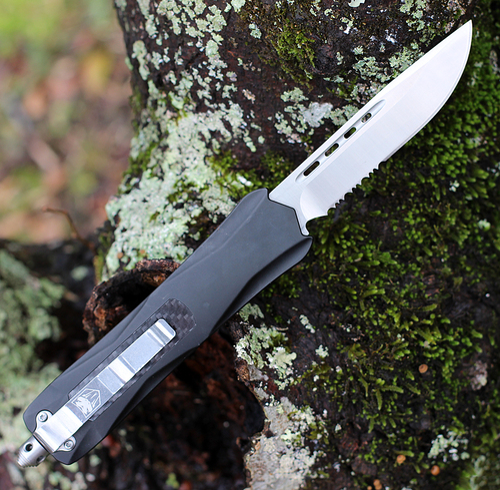 "CobraTec Knives BLKKCDS Black King Cobra, 4"" D2 Steel Drop Point Serrated Blade, Anodized Aviation Aluminum Handle w/ Carbon Fiber Inlay"