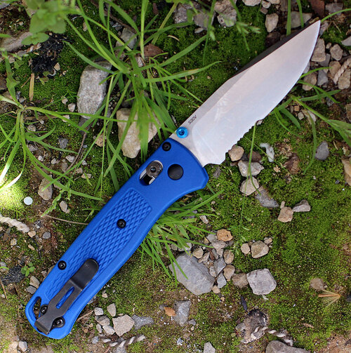 "Benchmade Bugout 535S, 3.24"" CPM-S30V Serrated Blade, Blue Grivory Handle"