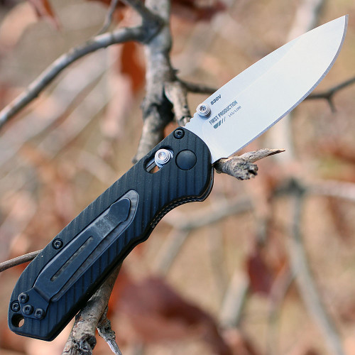 "Benchmade 565 Mini Freek, 3"" CPM-S30V Plain Blade, Black/Gray Grivory Handle"