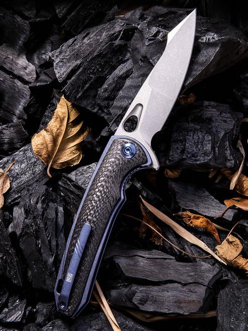 "We Knife 810A Yucha, 3.9"" CPM-S35VN Plain Blade, Carbon Fiber/Blue-Titanium Handle"