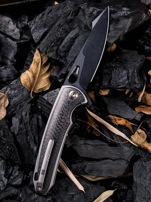 "We Knife 810F Yucha, 3.9"" CPM-S35VN Black Plain Blade, Carbon Fiber/Grey Titanium Handle"