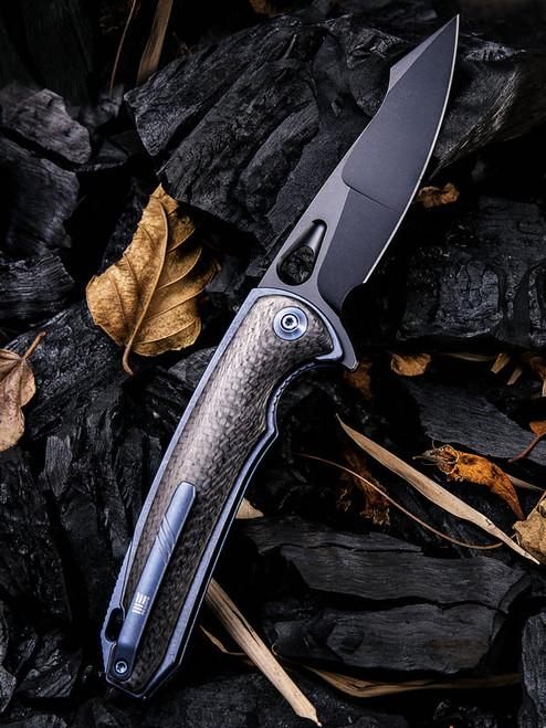 "We Knife 810B Yucha, 3.9"" CPM-S35VN Black Plain Blade, Carbon Fiber/Blue-Titanium Handle"