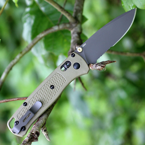 "Benchmade 535SGRY-1 Bugout, 3.24"" CPM-S30V Part Serrated Gray Blade, Ranger Green Grivory Handle"