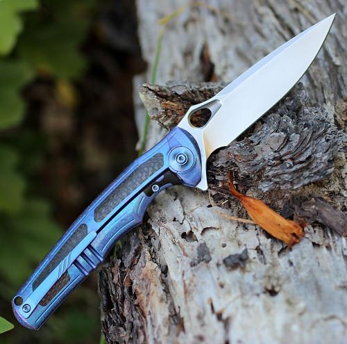 "We Knife 811A Tyche, 3.8"" M390 Plain Blade, Blue Titanium, Carbon Fiber Inlay Handle"