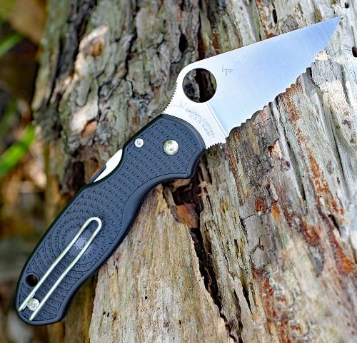 "Spyderco C223SBK  Para 3 Lightweight, 2.92"" CTS BD1N Serrated Blade, Black FRN Handle"