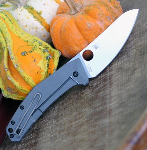 Spyderco C211TIP Spydiechef, LC200 N Plain Blade, Titanium Handles