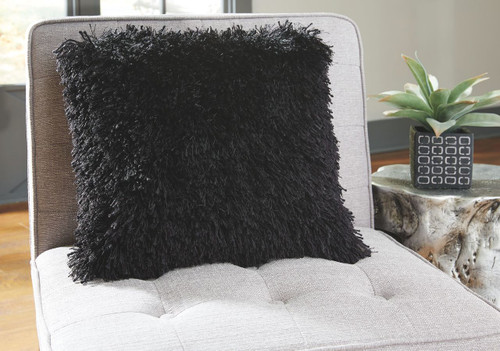 Ashley Jasmen Black Pillow(4/CS)