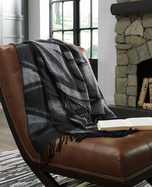 Ashley Cecile Black/Gray Throw(3/CS)