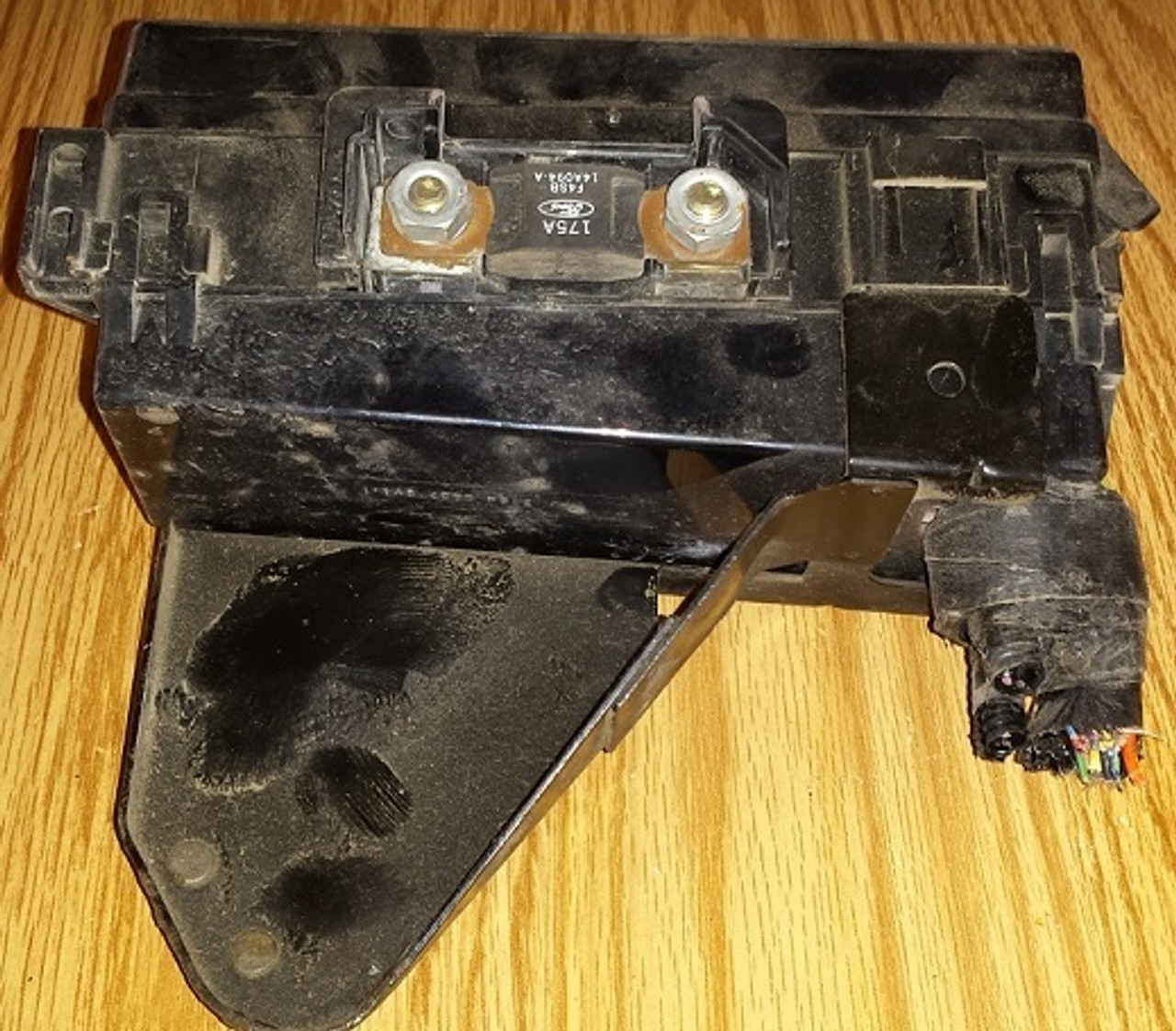 engine fuse box with fuses - 1994 - 1995 thunderbird and cougar -  www tbscshop