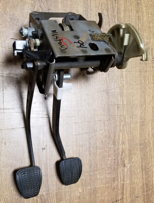 1994 1995 MUSTANG 5 SPEED PEDAL ASSEMBLY CLUTCH Damage 5.0 3.8 CLUTCH PEDAL