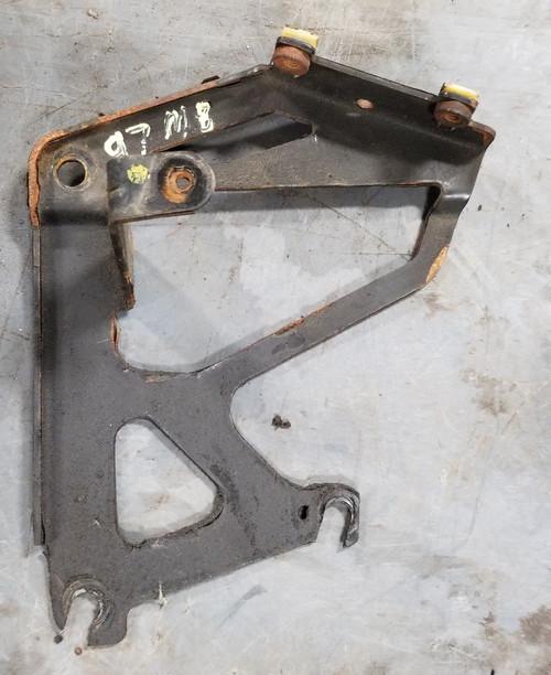 1997 1998 Lincoln Mark VIII Power Steering Reservoir Bracket