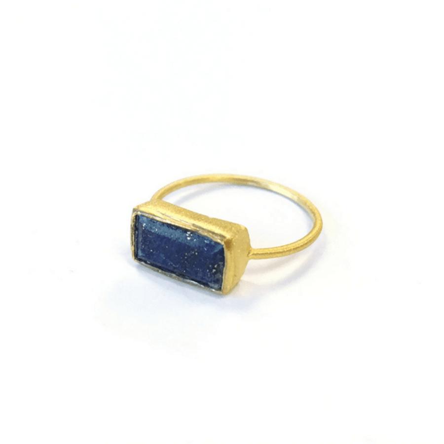 gold ring with rectangular shape lapis stone