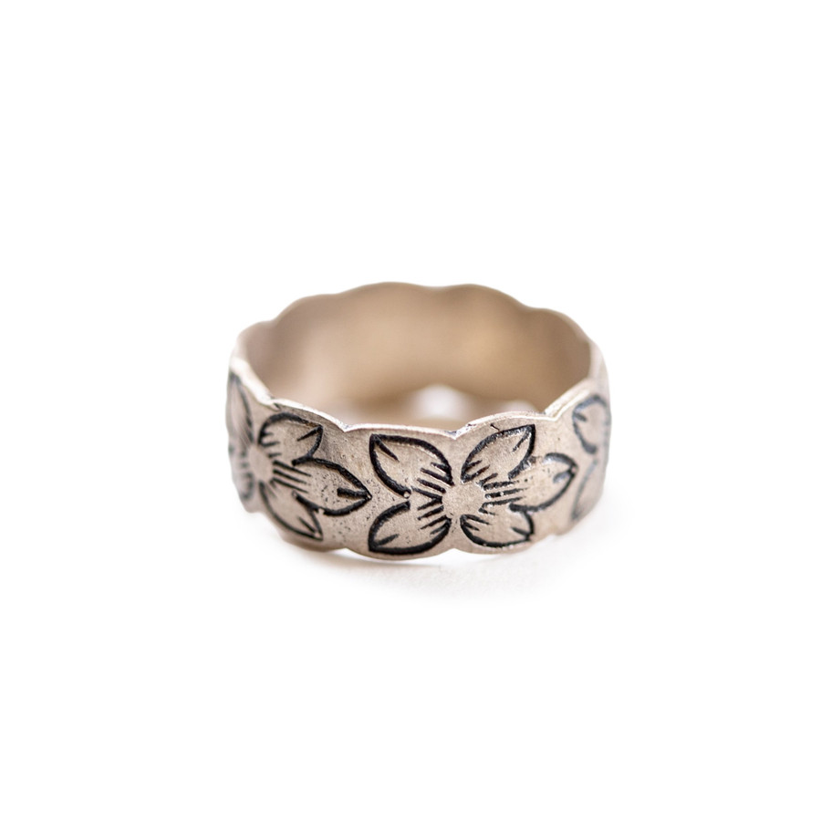 sterling silver ring with floral engraving
