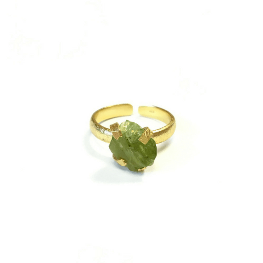gold ring with green apatite stone