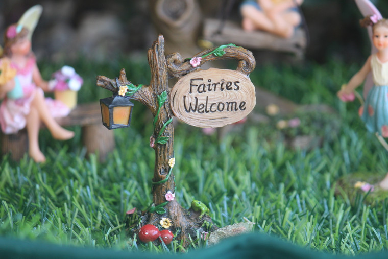"""""""Fairy Welcome"""" sign w Lamp"""