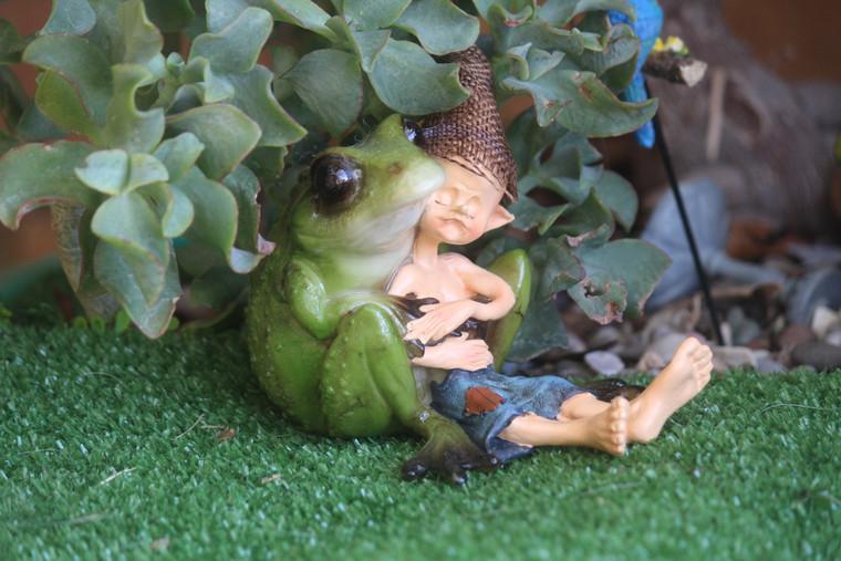 """Frog """"holding"""" Elvin"""
