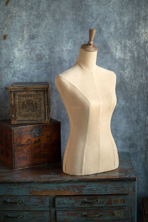 Female Torso Table Top Form With No Stand