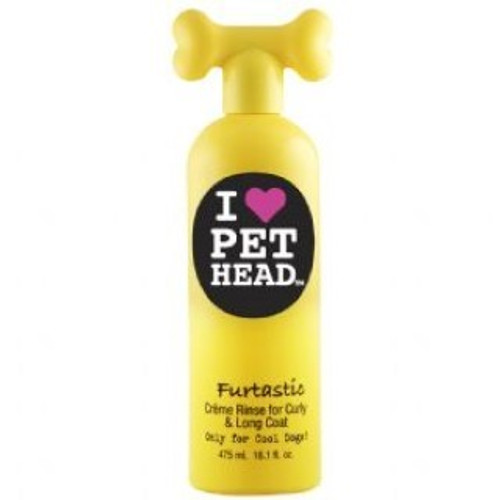 Pet Head Furtastic Creme Rinse for Curly/Long coats is a blueberry muffin scented shampoo that makes it is easy to give your dog a brush after they have had their bath. Containing emollients and moisturising agents, this deep conditioning creme makes your dog's coat tangle free, soft and silky.