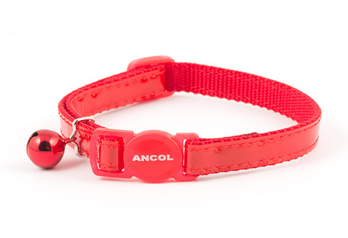 The Ancol Safety Buckle Gloss Reflective Cat Collar is designed to snap apart if your cat gets caught, enabling them to get free. It comes with a warning bell to warn other animals, and a glossy reflective coating which enable you to see them easily in the dark.