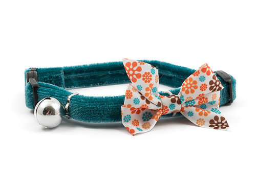 Up the style stakes with the gorgeous Vintage Bow collar. Complete with a patterned, moveable, and removable bow on a luxury velvet collar, this item is simply perfect for beautiful cats. All Ancol collars also feature a warning bell to help protect wildlife.  When fitting your cat's collar, ensure that you can get two fingers between your cat and the collar for safety and comfort. Cat collars should be checked each day. Please remove the collar when using liquid flea treatments to prevent reactions between the treatment and the materials of the collar.