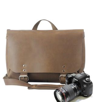 "14"" Medium Lewis & Clark Camera Bag in Brown Oil Tanned Leather"