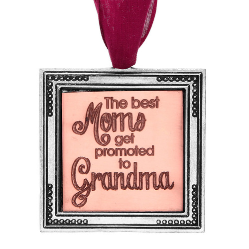 Best Moms Get Promoted to Grandma Ornament