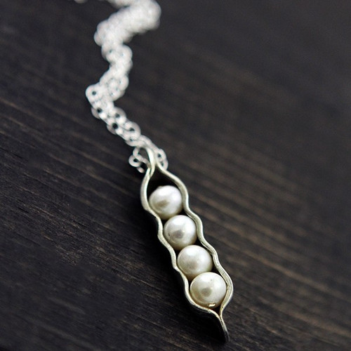 5 peas in a pod mom necklace