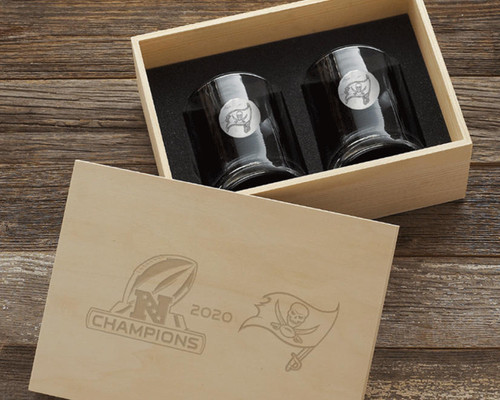 Tampa Bay Buccaneers NFC Champions 2-Piece Rocks Glass Set with Collectors Box Wendell August