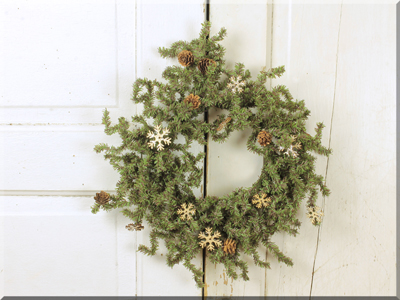 Christmas Greenery.C16476 Christmas Greenery With Wooden Snowflakes Small Wreath