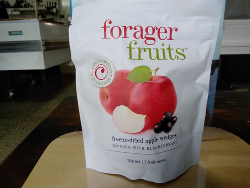 Forager Fruits freeze dried apple infused with black currants (15 - 20g)