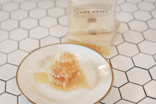 Enjoy fresh honeycomb - straight from the hive!
