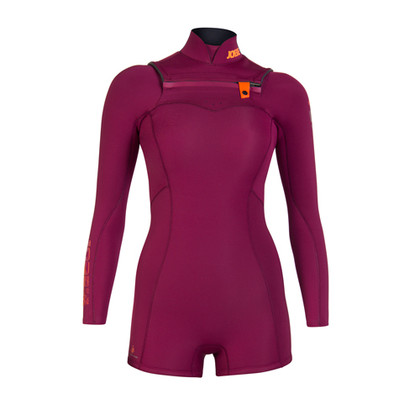JOBE's Women's Vienna Wetsuit is just the style you need when you're out on the water. The short leg feature allows you to still experience the water and provide more flexibility while you're doing your activities.