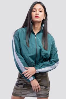 Cropped jacket with Reflective look strip olive