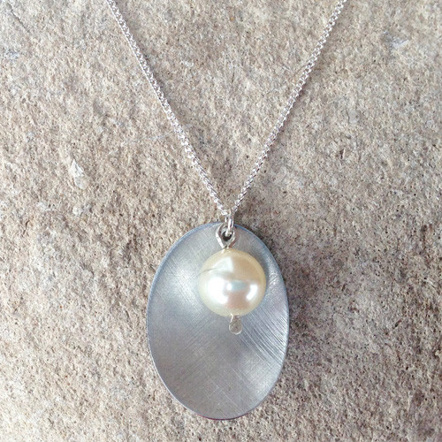 Aluminium Oval & Pearl Necklace