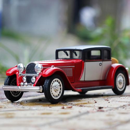 Bugatti Classic 1941 Toy Model