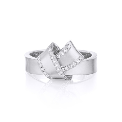 Knot Diamond Trim Ring in White gold
