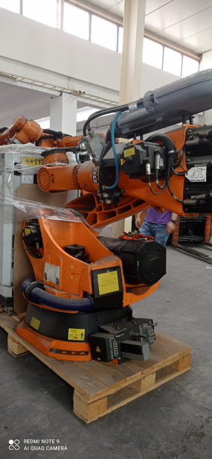 KUKA ROBOT KR210- 2003- KRC2- INDUSTRIAL ROBOT