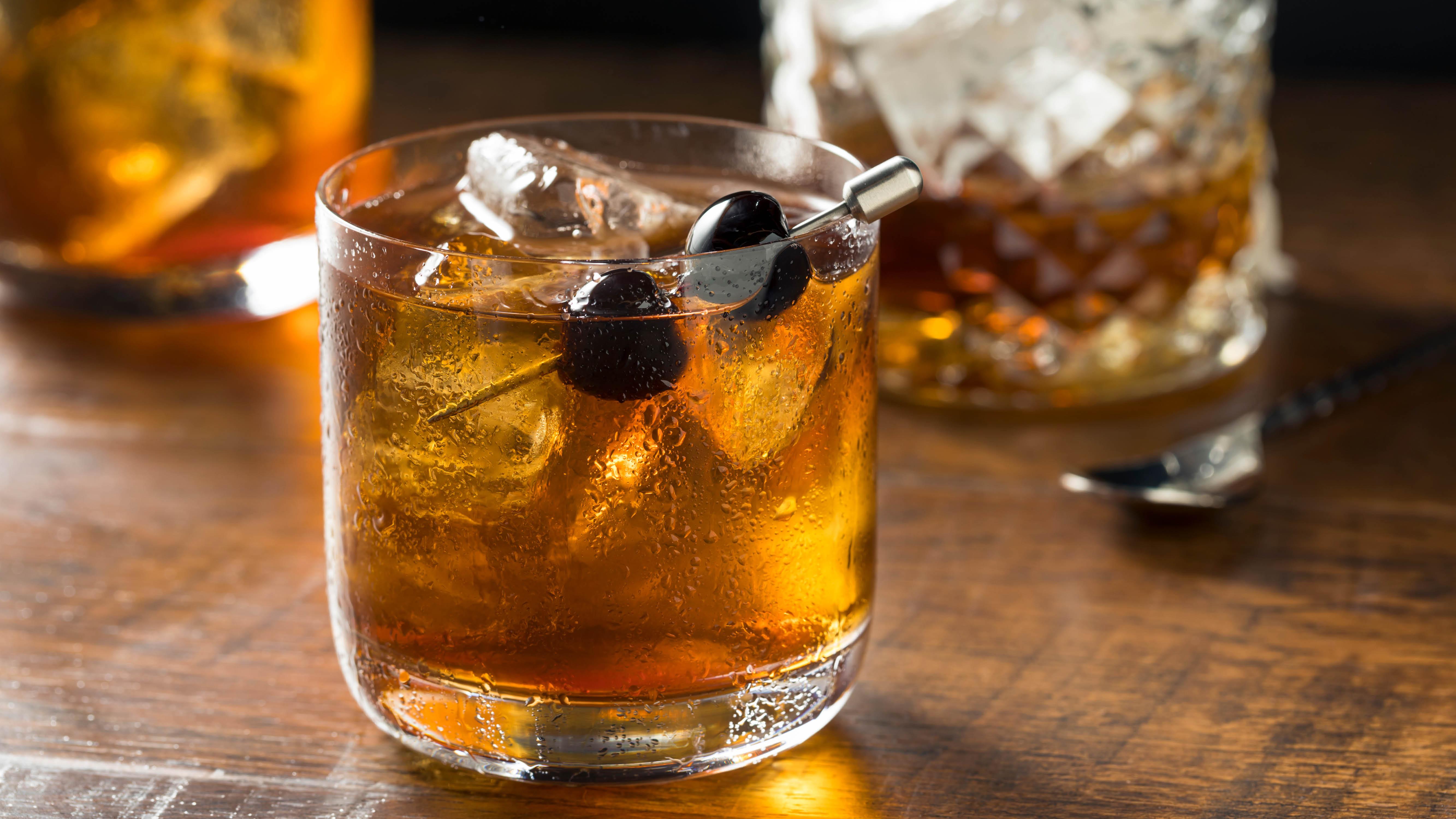 bourbon-whisky-or-bourbon-on-the-rocks.jpg