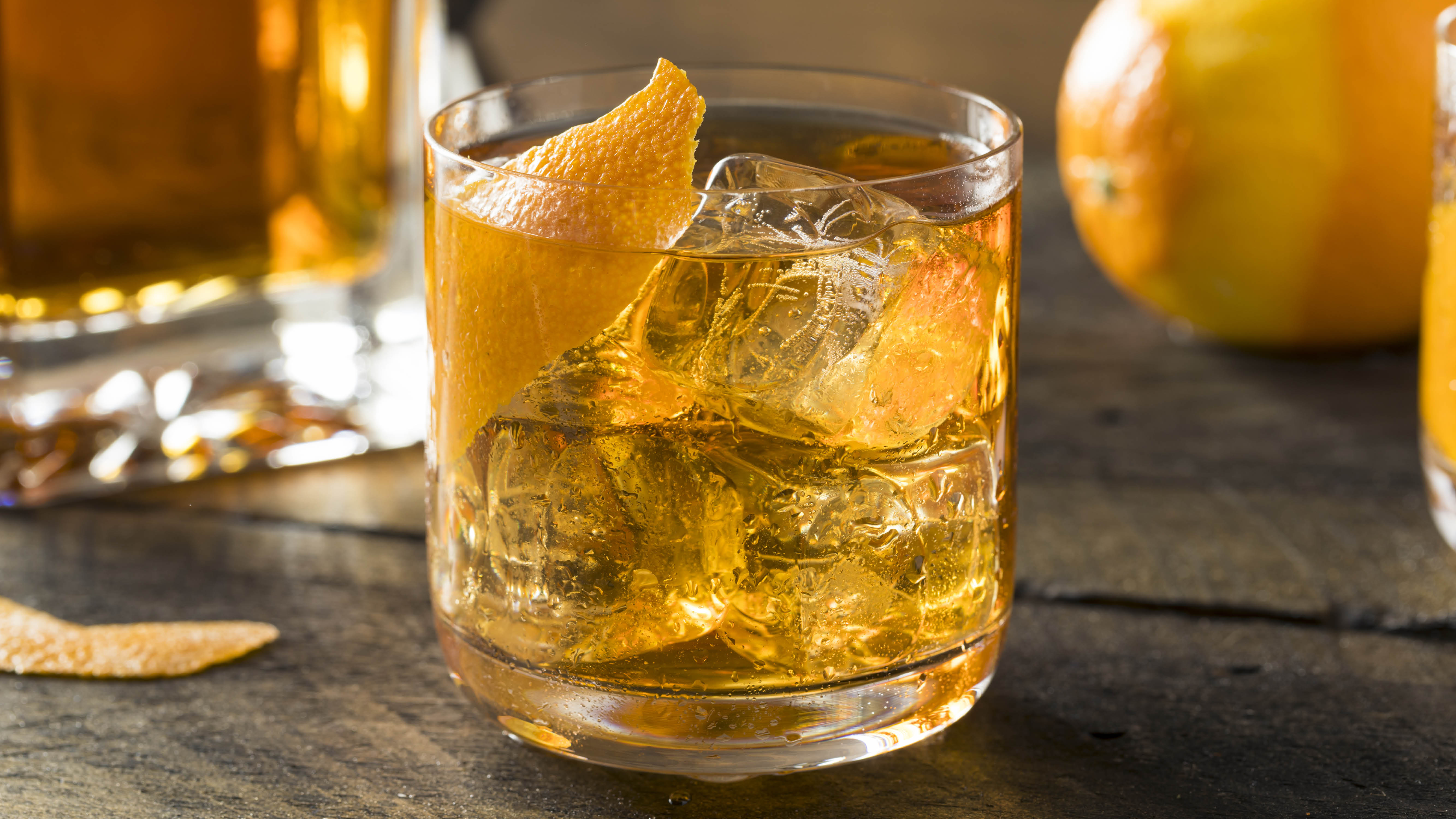 cocktail-whisky-or-bourbon-lemon-cocoktail.jpg