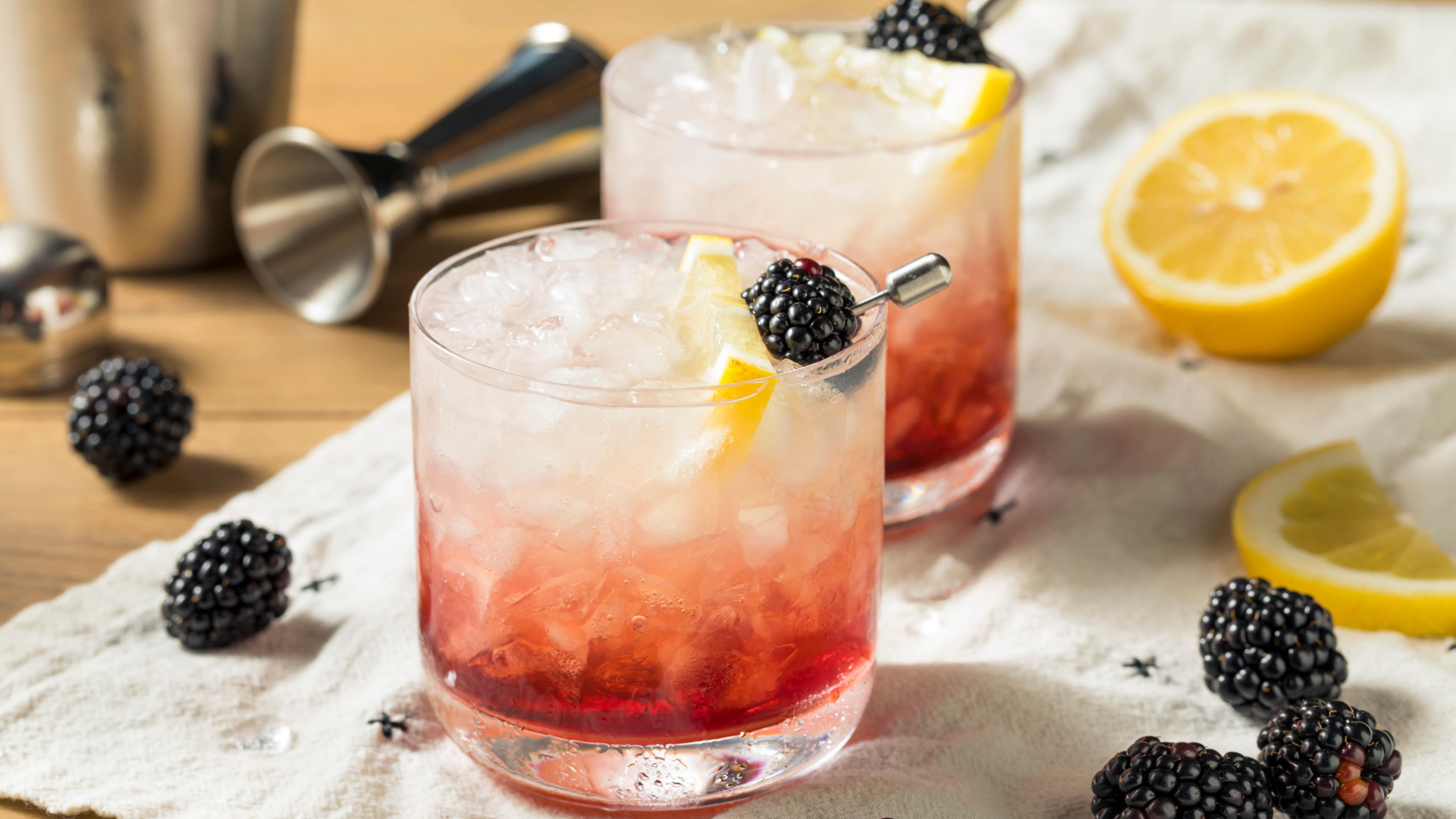 cocktails-vodka-or-gin-raspberry-and-lemon.jpg