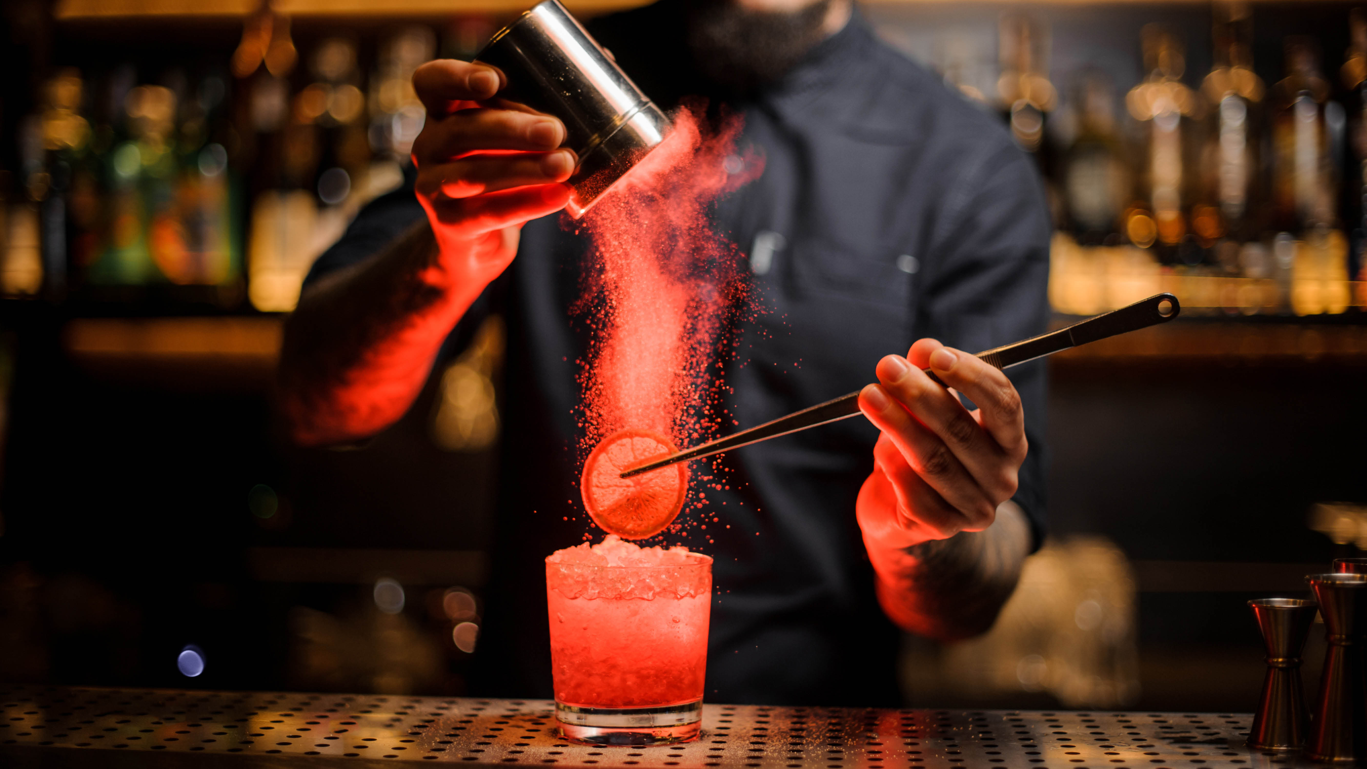 cocoktails-making-cocktail-with-red-light.jpg
