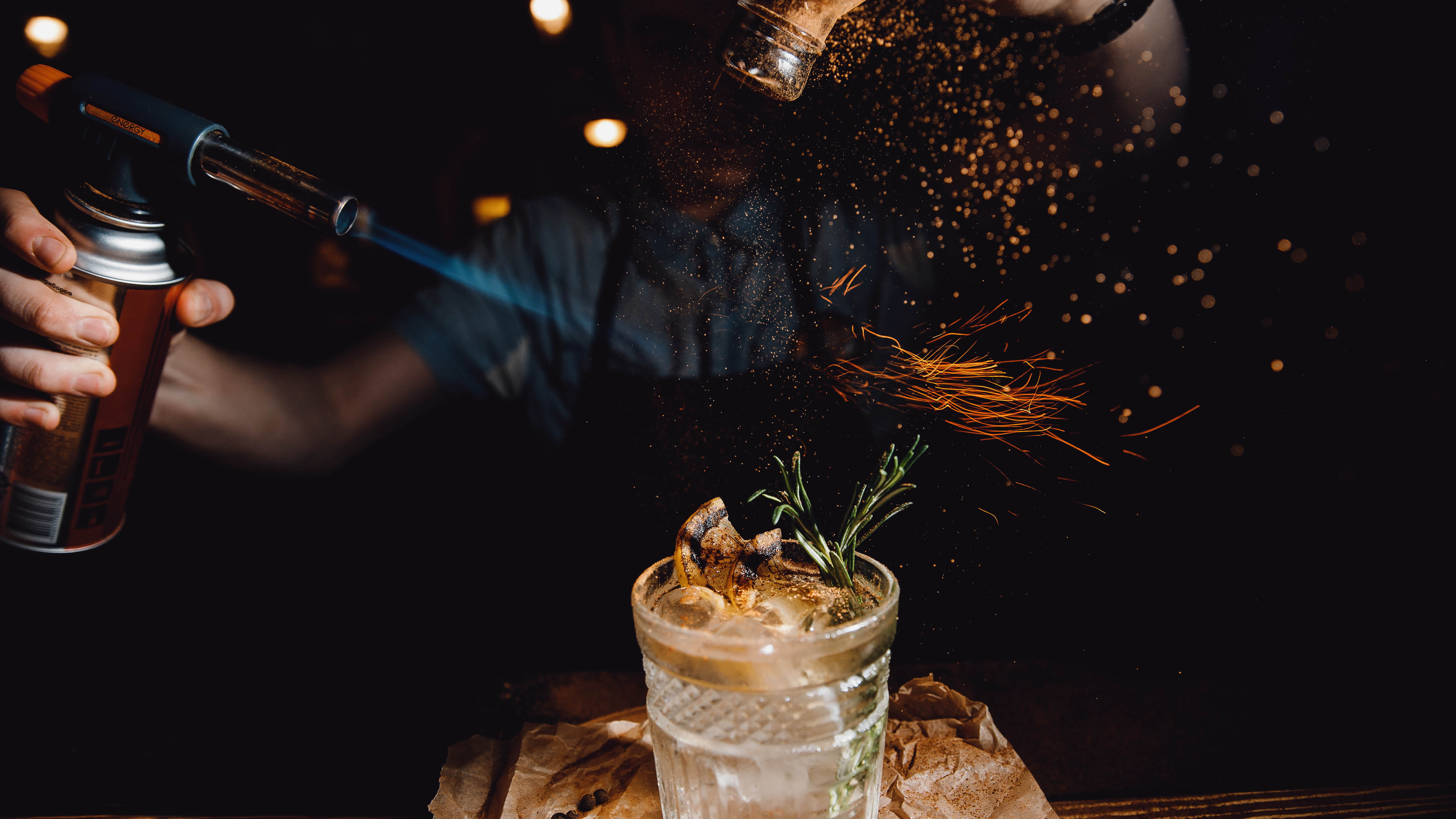 lifestyle-barman-making-cocktail-with-blow-torch.jpg