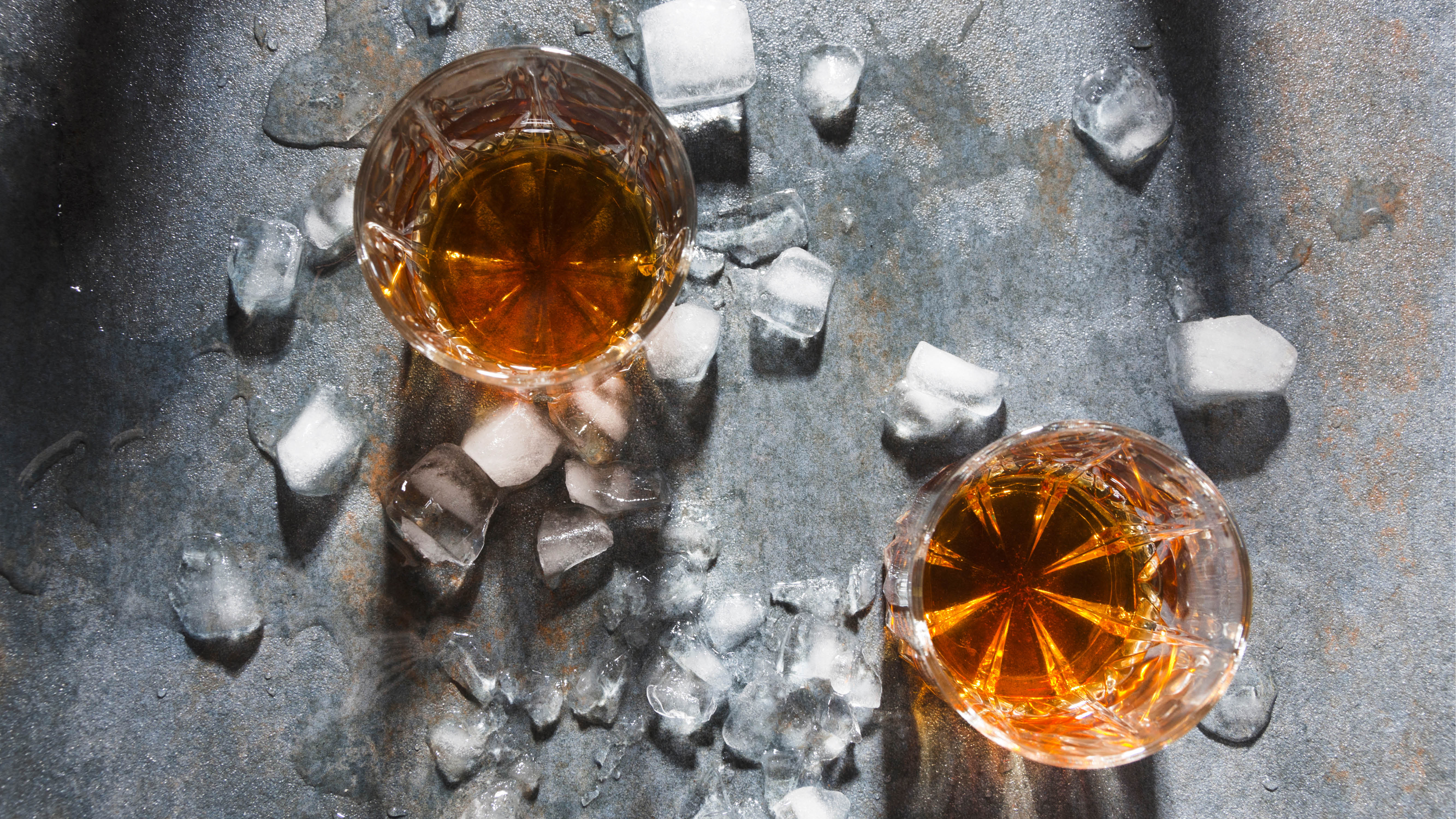 whisky-whisky-flat-lay-ice-concrete-background.jpg