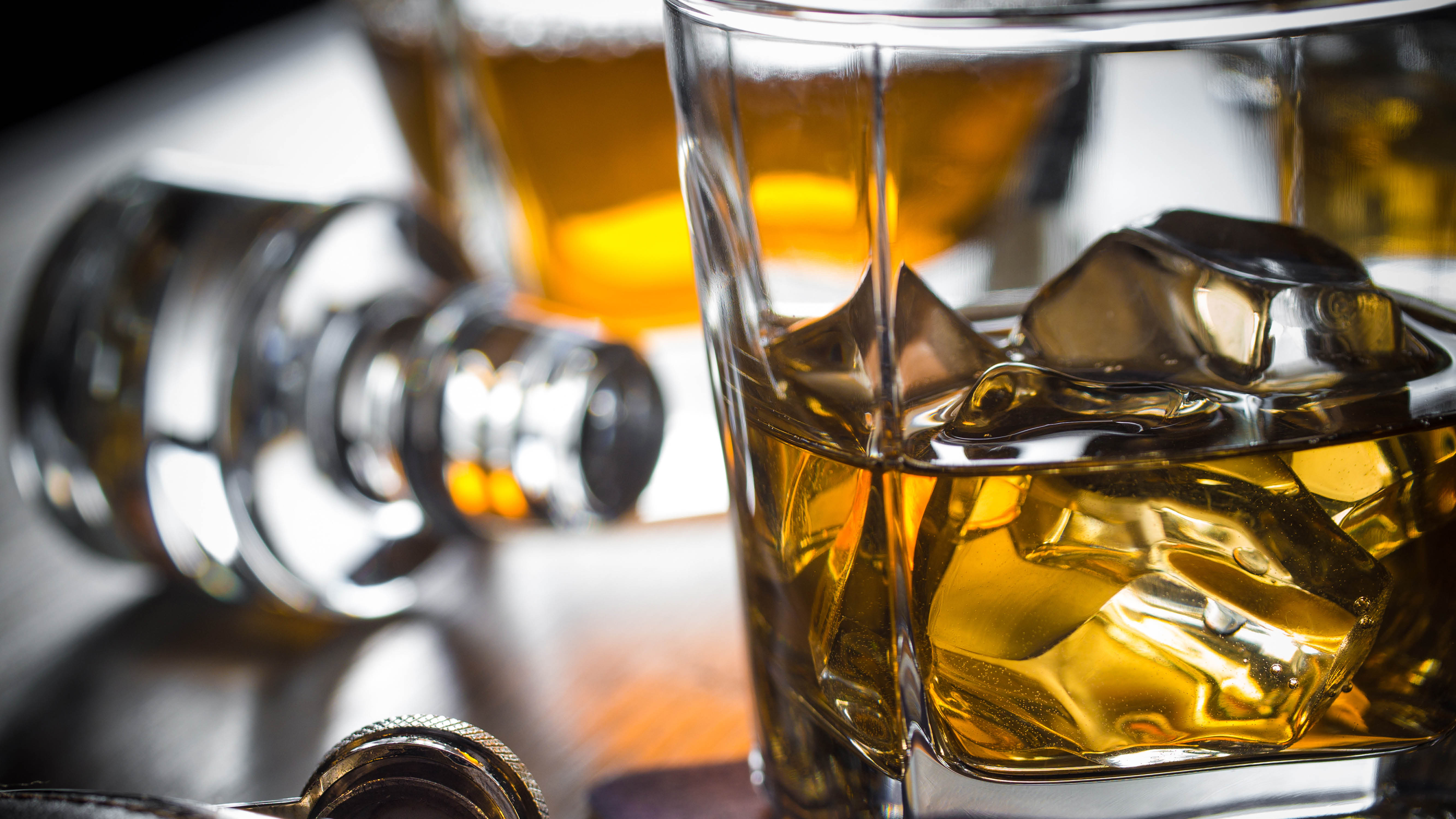 whisky-whisky-glass-closeup.jpg