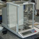 A&D Weighing GH-252 (side)