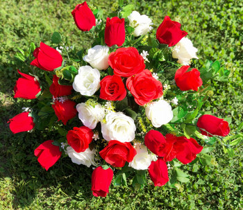 Mixed Red Rose and Eucalyptus 30 pieces with Glass Vase for Home Wedding Decoration
