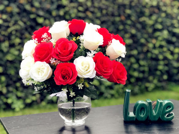 Mixed Red and White Rose 18 Pieces with Glass Vase for Home Wedding Decoration