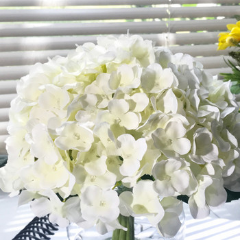 10 Stem Cream Silk Hydrangea Flower in Round Clear Glass Vase with Faux Water